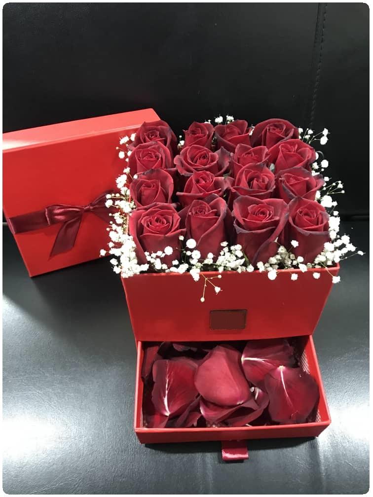 خرید باکس گل قرمز سورپرایزی