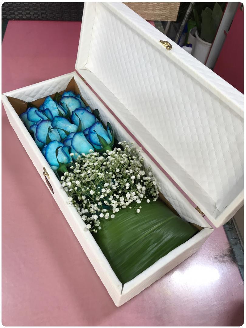 باکس گل چرمی سفید